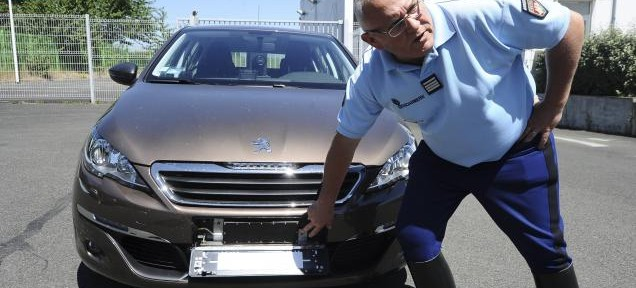 sarthe les gendarmes ont une nouvelle voiture radar video aamfg. Black Bedroom Furniture Sets. Home Design Ideas